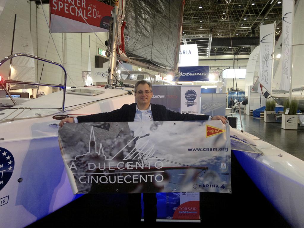 Andreas Hofmaier (Managing Partner SAYG) mit La Duecento Poster