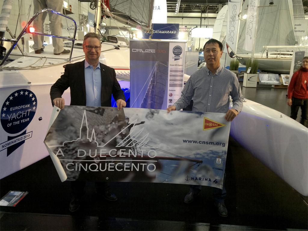 Richard Müller (Geschäftsführer Erwin Sattler Uhren) & Kresimir Secak (CEO Corsair Marine Int'l) mit La Duecento Poster